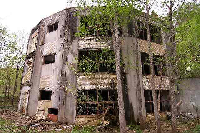 円形校舎廃墟(沼東小学校)