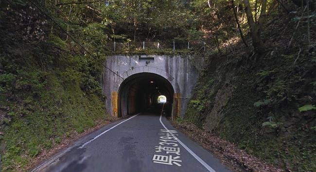 豊田湖の近くにあるトンネル